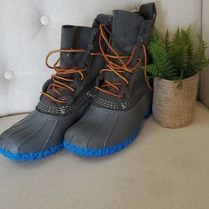 L.L.Bean hiking/winter boots. Gray uppers size 7W